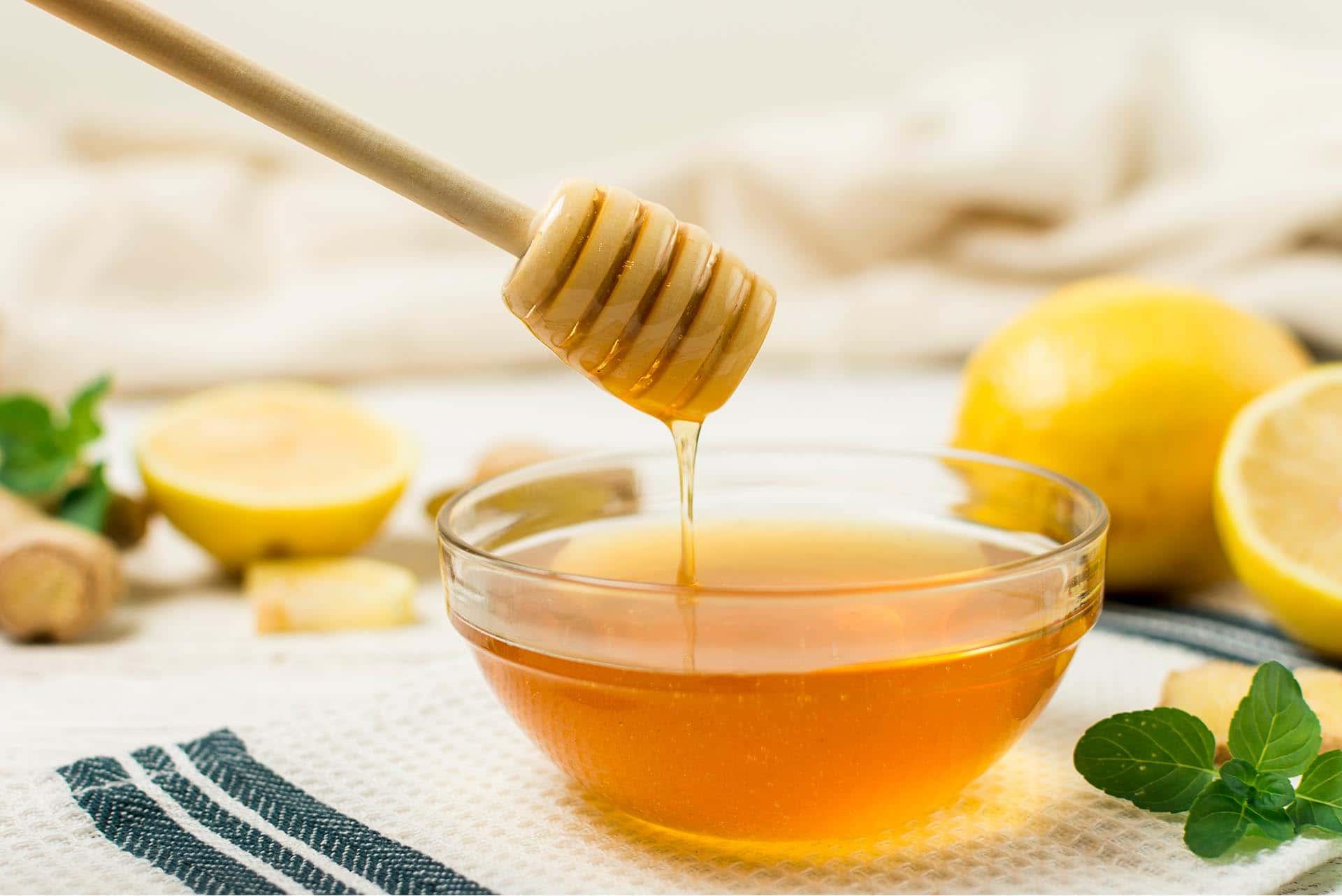 Akne İçin Bal Ve Limon