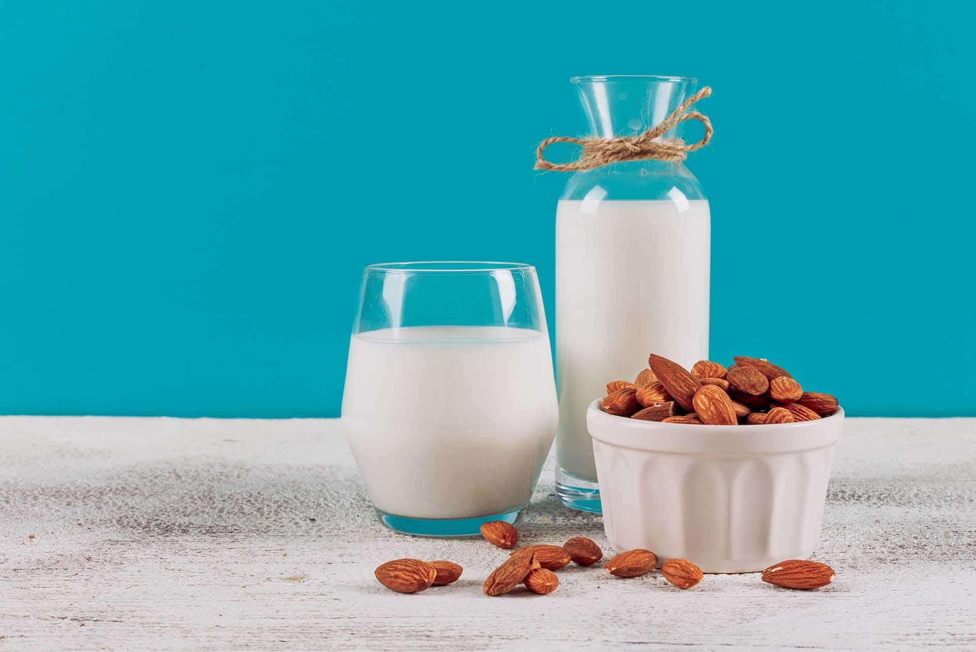Badem Ve İnek Sütünün Farkları, Hangisi Daha Sağlıklı?