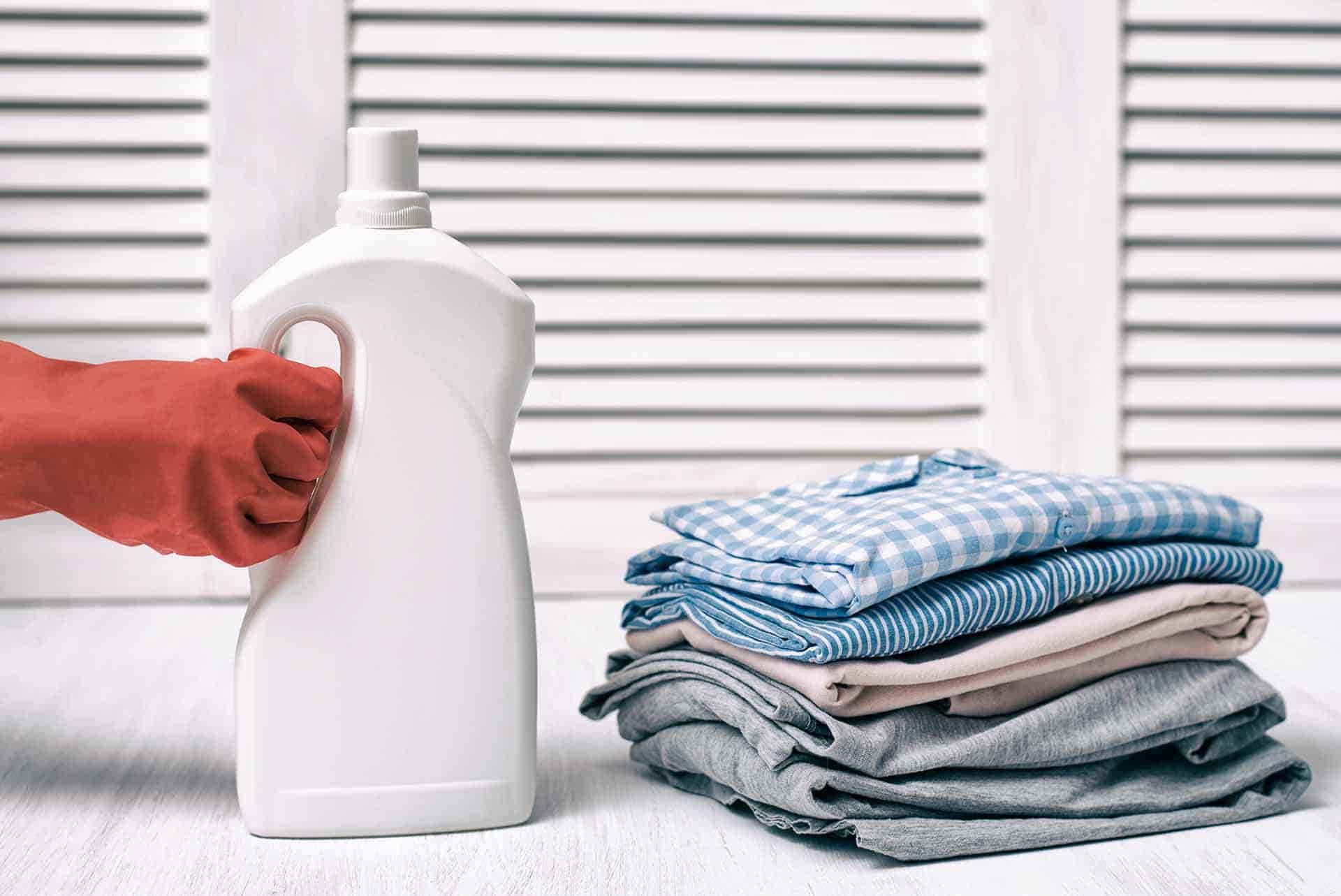 Kıyafetten Çamaşır Suyu Lekesi Nasıl Geçer?
